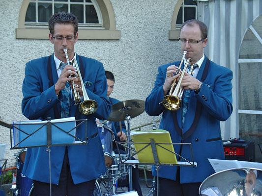 Daniel Widmer (links), René Erne; Kölliker Beizlifest, Ständchen beim Gemeindehaus am 3. September 2010.