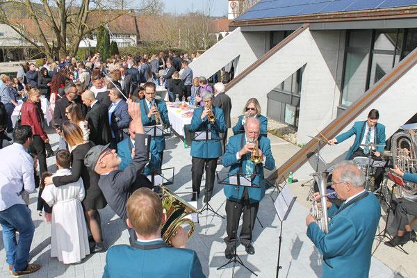 Ständchen nach der Erstkommunion vom 8. April 2018 bei der katholischen Kirche Kölliken