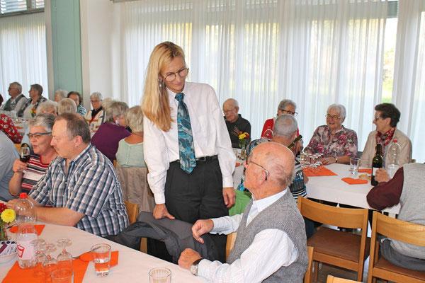 Geburtstagskonzert am 27. Oktober 2019 in der Arche Kölliken; Carolina Ammann im Gespräch mit Jubilar Josef Furrer
