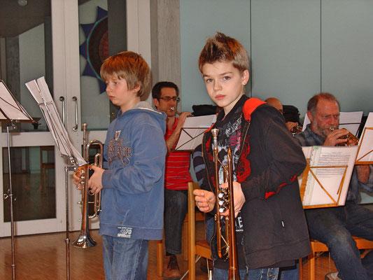 Jungmusikanten Roman Lüscher (links) und Jens Arnold; Probesamstag 12. März 2011 Arche Kölliken