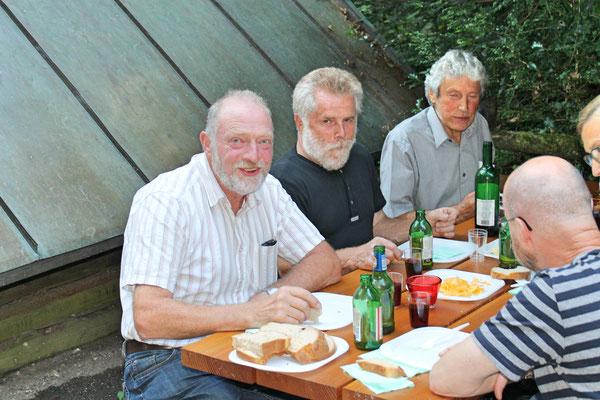 "v.l.n.r. Ruedi Schmid, Lui Huber, Sepp Ottiger; Grillieren beim ""Froschebrönneli"" Kölliken am 3. Juli 2017"