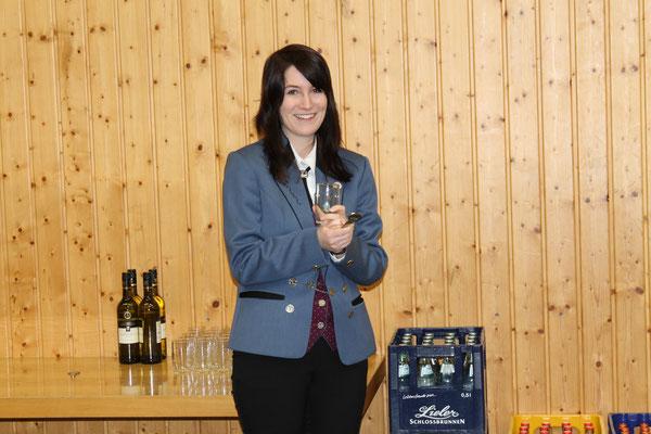 Felicitas Kaiser, 1. Vorsitzende Musikverein Utzenfeld (D); «Willkommen in der Gemeindehalle Utzenfeld»; Probesonntag MGK/MVU am 28. Februar 2016 in Utzenfeld (D)