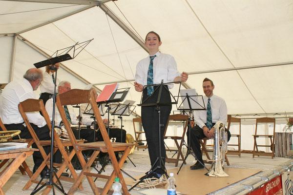 Konzert im Festzelt auf dem Dorfplatz am Sommernachtsfest vom 18. August 2019; Annamaria Gamp übernimmt den Taktstock