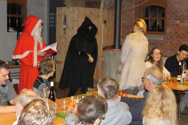 Sankt Nikolaus Lorenz Halder, Schmutzli Sämi Wälty, Carolina Ammann; Jahresschlusshock 5. Dezember 2015 Matte Holziken