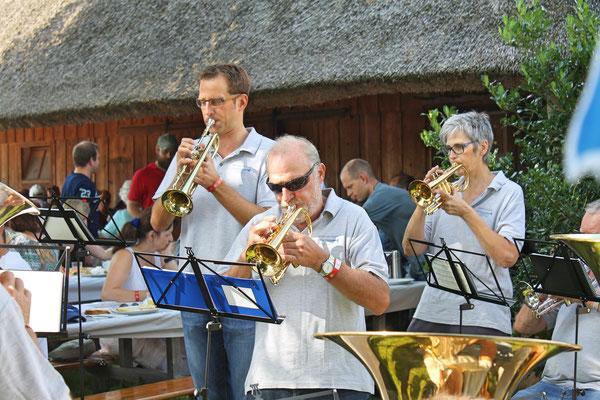 Bundesfeier beim Strohdachhaus 1. August 2017; Dani Widmer (Trompete), Ruedi Schmid (Cornet), Yvonne Gretsch (Cornet)