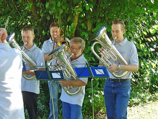 v.l.n.r. Matthias Graber, Albert Furrer, Lui Huber, Matthias Zeltner; Bundesfeier 1. August 2010 Strohdachhaus (Kölliker Dorfmuseum)