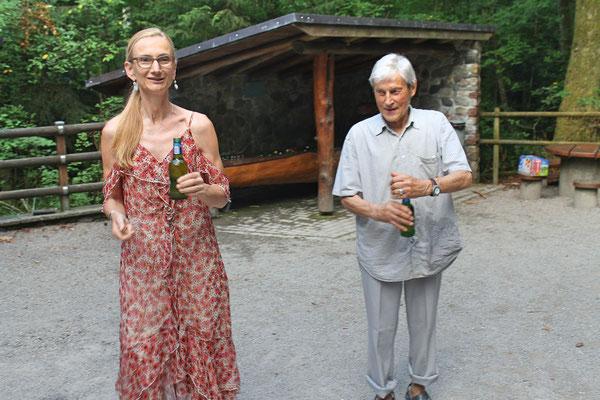 Hock (Grillieren) bei der Waldhütte Salamander Kölliken 1. Juli 2019; Carolina Ammann, Sepp Ottiger