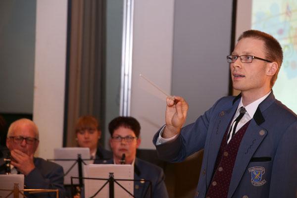 Johannes Asal, Dirigent MVU; Jubiläumskonzert «125 Jahre MGK» 02.04.2016 MGK und MVU (D); Foto: Ruedi Hunziker, Atelier Lightning, Kölliken