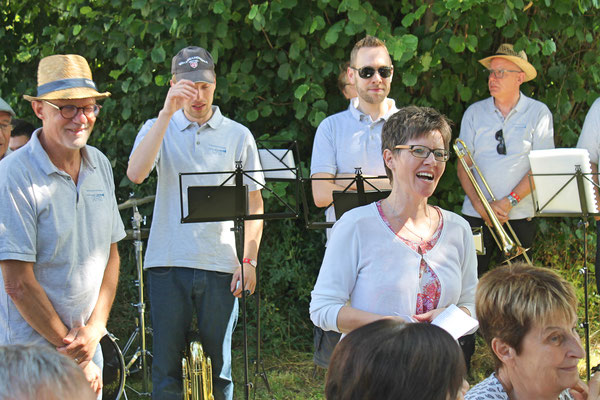 Bundesfeier Strohdachhaus Kölliken 1. August 2019; Gemeinderätin Mirjam Bossard-Hilfiker dankt der MGK