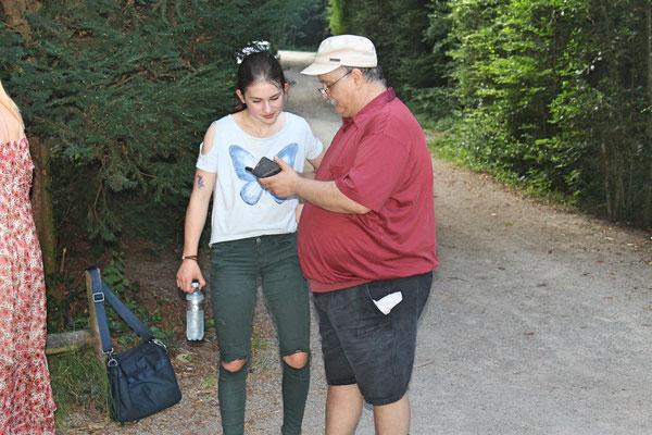 Hock (Grillieren) bei der Waldhütte Salamander Kölliken 1. Juli 2019; Annamaria Gamp, Giovanni Pisano