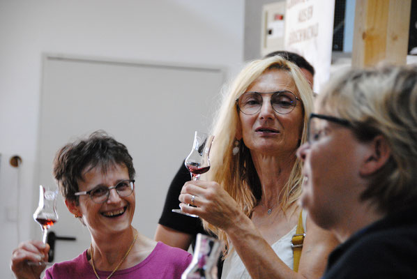 Ausflug mit dem MVU 22. September 2019; Marder Edelbrände, Albbruck; Beatrice Messer (links), Carolina Ammann