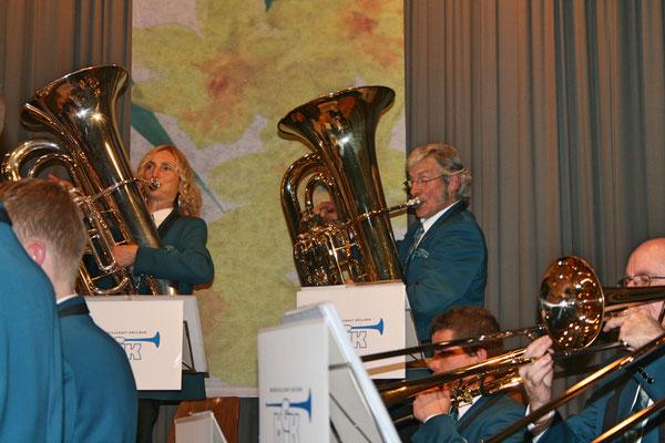 Carolina Ammann (B-Bass), Sepp Ottiger (B-Bass); Jahreskonzert 26. März 2011 Mehrzweckhalle Kölliken