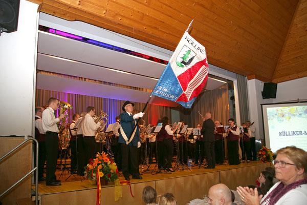 MGK und MVU spielen den «Kölliker Marsch» dirigiert von Hansjörg Ammann; Jubiläumskonzert «125 Jahre MGK» 02.04.2016 MGK und MVU (D); Foto: Ruedi Hunziker, Atelier Lightning, Kölliken