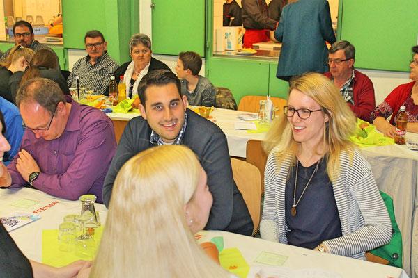 Mitglieder der Delegation des Musikvereins Utzenfeld (D); Simon Redling, Simone Ulrich; Jahreskonzert vom 1. April 2017 in der Mehrzweckhalle Kölliken