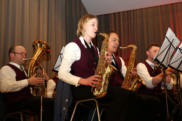 Nadja Brenzinger und Jürgen Butz, Saxophon, MVU; Jubiläumskonzert «125 Jahre MGK» 02.04.2016 MGK und MVU (D); Foto: Ruedi Hunziker, Atelier Lightning, Kölliken
