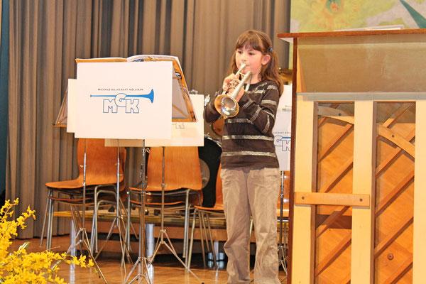 Jungmusikantin Annamaria Gamp; Jahreskonzert 29. März 2014 Mehrzweckhalle Kölliken