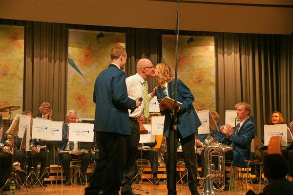 Ernennung von Carolina Ammann zum Ehrenmitglied der MGK (20 Jahre Aktivmitglied); Jahreskonzert 23. März 2013 Mehrzweckhalle Kölliken