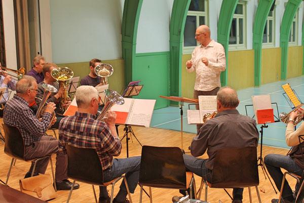 Hansjörg Ammann, Dirigent; Probe vom 27. März 2017 in der Mehrzweckhalle fürs Jahreskonzert vom 1. April 2017