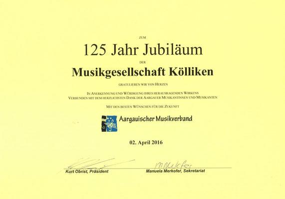 Ehrenurkunde des AMV; Am Jubiläumskonzert vom 02. April 2016 durch Giuseppe di Simone, AMV-Vorstand, an MGK-Präsident Matthias Zeltner übergeben.