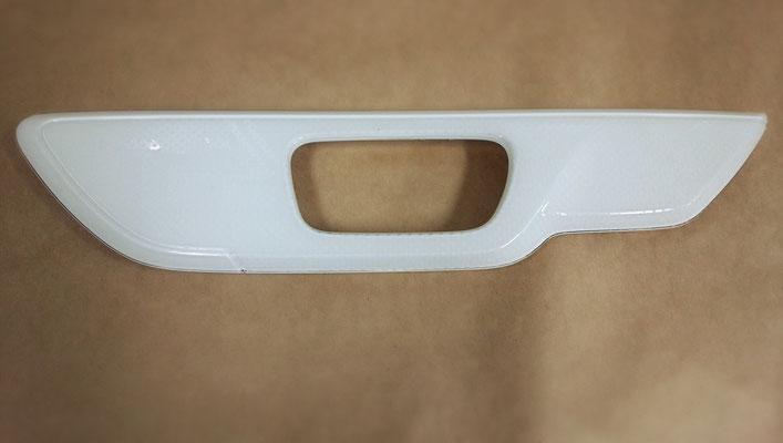自動車ドアトリム部品  材質:ASA、PMMA