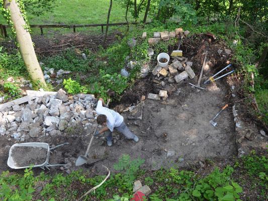 Zuerst wurden die Bäume gefällt und der Innenbereich freigelegt.