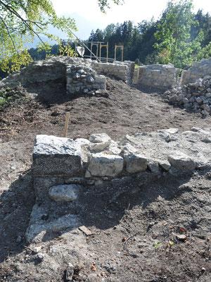 Beim Freilegen ließen sich am Mauerwerk unterschiedliche Bauphasen ablesen.