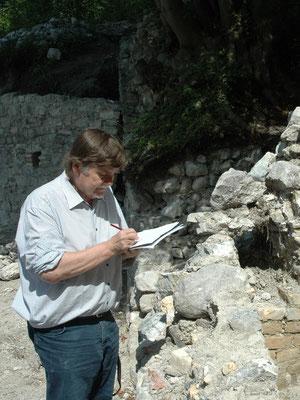 Martin Bitschnau hat erstmals in den 70er Jahren die Burganlage dokumentiert.
