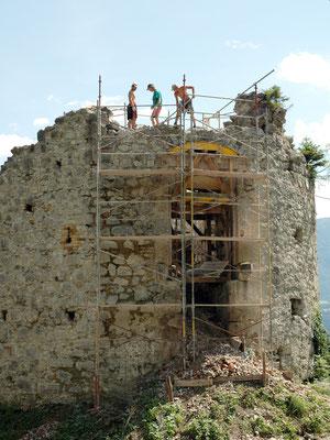 Während der Rekonstruktion nach alten Darstellungen.