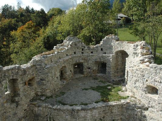 Nach der Freilegung und Rekonstruktion der Schießscharten und Mauerkrone.