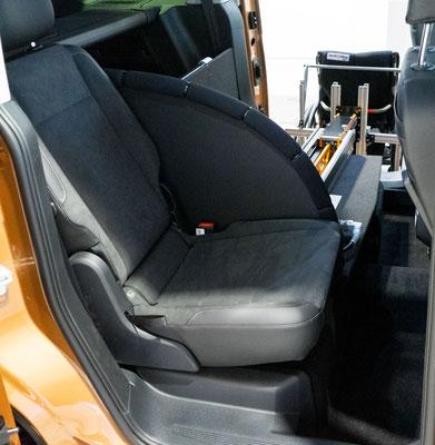 VW Caddy 5 Selbstfahrerumbau mit vollautom. Rollstuhlverladesystem