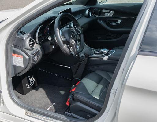 Behindertengerechter Mercedes-Benz C 450 Selbstfahrerumbau