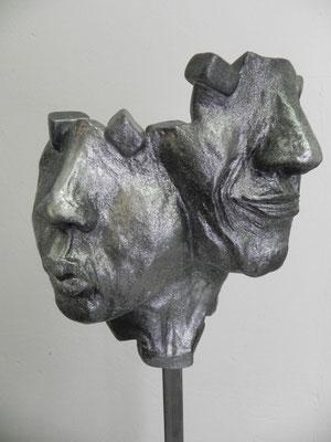 """""""Couple attitude""""   pierre métallique  30cm / 25cm     sur socle béton tige acier  haut 115 cm         vendu"""