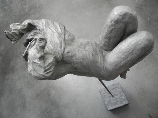"""""""Undress""""      gris bronze   30cm / 25cm   sur socle béton tige acier  haut 113cm       450 euros"""