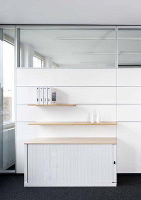 Trennwand aus Glas im Büro - Sichtbare Perfektion - Foto: feco-feederle GmbH, Fotograf Nikolay Kazakov - organisiert Bürowand