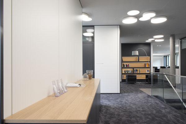 Wienss Innenausbau GmbH - Carl Zeiss AG - Innenausbau Büro in Oberkochen - www.wienss-innenausbau.de - Bibliothek & Schränke - Schrankdetail