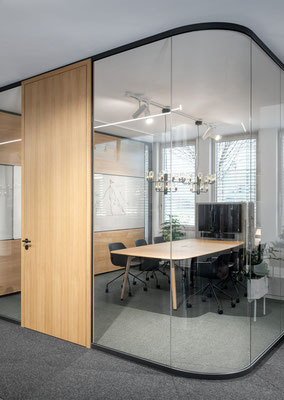 Trennwand aus Glas im Büro - Sichtbare Perfektion - Foto: feco-feederle GmbH, Fotograf Nikolay Kazakov - Thinktank