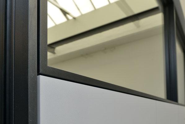 Ebner Stolz Reutlingen - Büro mit Industrial Flair: Ebner Stolz Reutlingen Alte Färberei - Innenausbau, Glastrennwände von und mit Wienss. Innenausbau. www.wienss-innenausbau.de - Mikroperforation