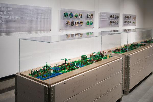 Wienss Innenausbau GmbH - Innenausbau, Objektbau, Museumsbau - hier: Gartenmuseum Lennestadt - www.wienss-innenausbau.de - Lego Garten - Ansicht Vitrine