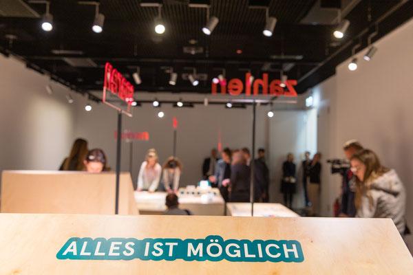 Mein Geld - eine Mitmachausstellung - von und mit Wienss. Innenausbau. www.wienss-innenausbau.de - mitmachen - Menge