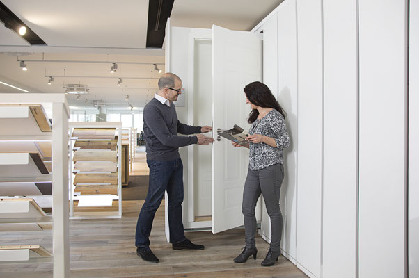 Wienss Innenausbau GmbH - Innenausbau, Objektbau KONZ Baustoffe Waiblingen - Beratungsgespräch - Türenauswahl - wo liegt der Unterschied?