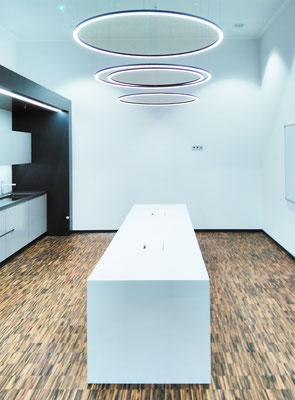 Wienss Innenausbau GmbH - Carl Zeiss AG - Innenausbau, Objektbau, Cafeteria - Küche mit Theke
