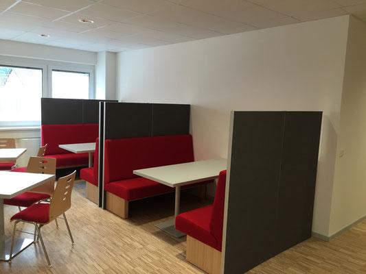 Wienss Innenausbau GmbH - Silenzio 4.0 von Leitex - akustisch wirksames modulares Trennwandsystem - Einsatz im Büro - Besprechungsecke Ansicht