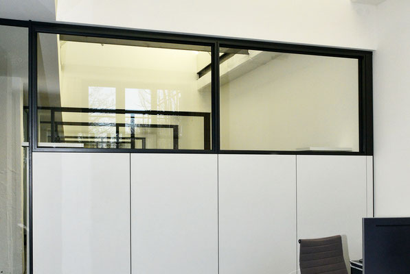 Ebner Stolz Reutlingen - Büro mit Industrial Flair: Ebner Stolz Reutlingen Alte Färberei - Innenausbau, Glastrennwände von und mit Wienss. Innenausbau. www.wienss-innenausbau.de - Akustik
