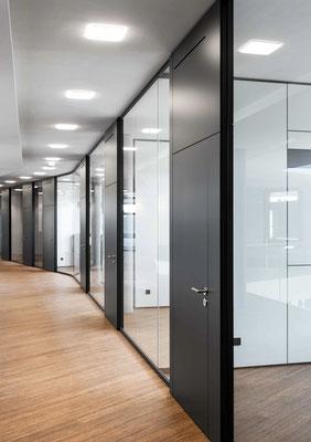 Trennwand aus Glas im Büro - Sichtbare Perfektion - Foto: feco-feederle GmbH, Fotograf Nikolay Kazakov - Perfektion im Detail