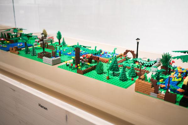 Wienss Innenausbau GmbH - Innenausbau, Objektbau, Museumsbau - hier: Gartenmuseum Lennestadt - www.wienss-innenausbau.de - Lego Garten - schräg