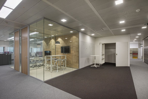 """Umbau GENO Haus Stuttgart - Wienss Innenausbau GmbH - Besprechungsraum """"Think Tank"""" für agile Projektentwicklung, Kanban, Scrum, etc."""