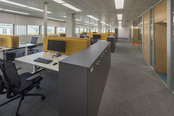 Umbau GENO Haus Stuttgart - Wienss Innenausbau GmbH - offene Büroarchitektur, verschiedene Farben