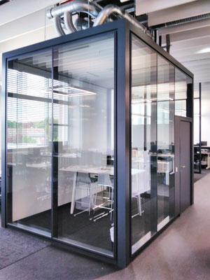 Wienss Innenausbau GmbH - Carl Zeiss AG - Innenausbau, Objektbau, Cafeteria - Systemtrennwand - Besprechung