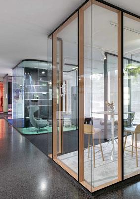 Trennwand aus Glas im Büro - Sichtbare Perfektion - Foto: feco-feederle GmbH, Fotograf Nikolay Kazakov - Unterteilung und Struktur im Büro