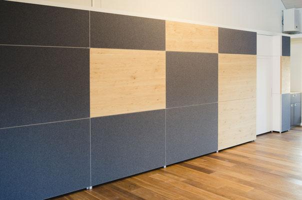 Wienss Innenausbau GmbH - Silenzio 4.0 von Leitex - akustisch wirksames modulares Trennwandsystem - Einsatz im Büro - Trennwand mit Holz